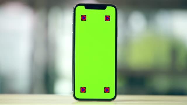 最新のモバイル アプリをお探しですか。はいどうぞ - テーブル 無人のビデオ点の映像素材/bロール