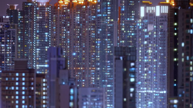 stockvideo's en b-roll-footage met lus van hong kong appartementen 's nachts. - groot
