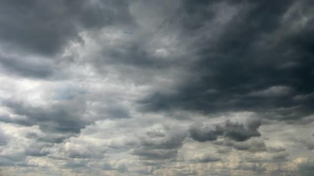 vidéos et rushes de boucle de nuages orageux. - ciel orageux