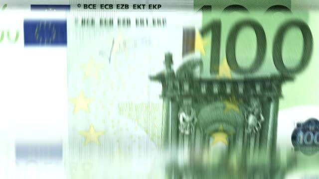 vídeos de stock, filmes e b-roll de circulares : máquina de contar dinheiro - plano médio