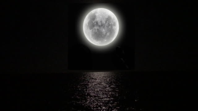 4K Loopable Full Moon over Sea