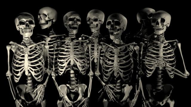 loopable, halloween, welcoming party of skeletons - i̇nsan i̇skeleti stok videoları ve detay görüntü çekimi