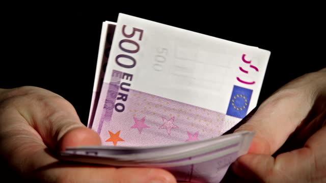 hd: loopable contasoldi - 500 euro - valuta dell'unione europea video stock e b–roll