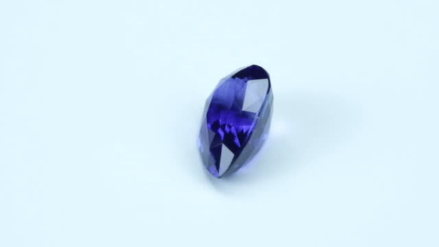 loopable, rotating blue sapphire - камень стоковые видео и кадры b-roll