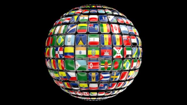 terra girante in loop con bandiere mondiali (canale alfa) - bandiera nazionale video stock e b–roll