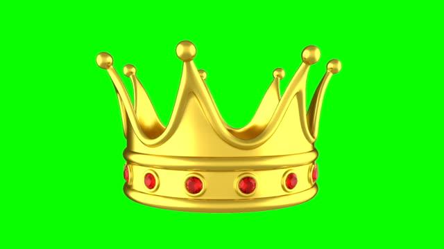 vídeos de stock e filmes b-roll de looped animation rotating golden crown on green background. - coroa
