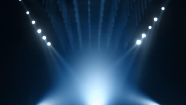 stockvideo's en b-roll-footage met achtergrond van een geloopblauw onscherp abstract mockup-stage - prijs onderscheiding