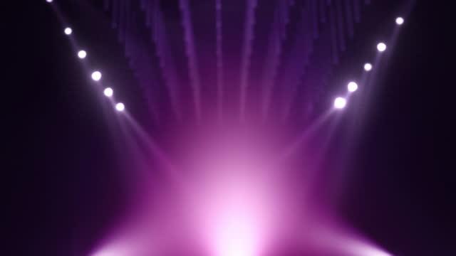 stockvideo's en b-roll-footage met looped purple violet defocused mockup stage achtergrond - aankondigingsbericht