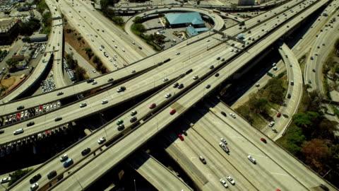 vidéos et rushes de vue aérienne de l'échangeur de los angeles - autoroute