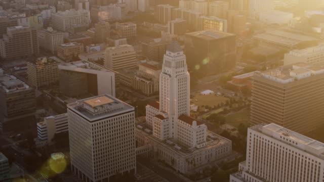 günbatımı hava los angeles city hall - cumhuriyet günü stok videoları ve detay görüntü çekimi