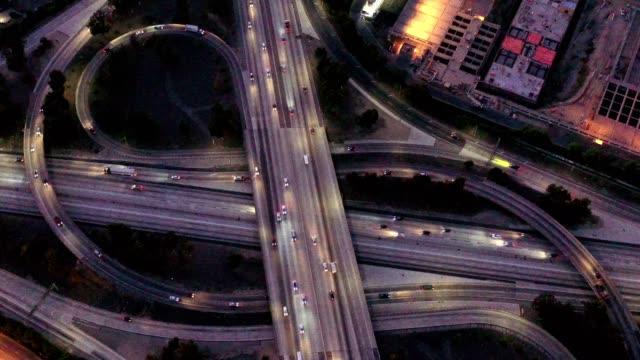 traffico della contea di los angeles - autostrada video stock e b–roll