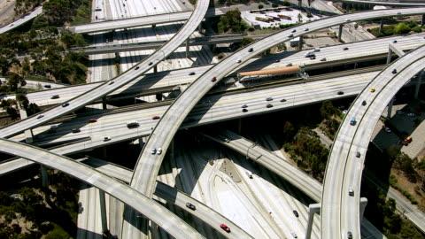 vidéos et rushes de los angeles freeway, vue aérienne - autoroute