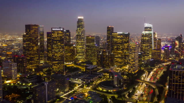 los angeles skyline aerial timelapse - città diffusa video stock e b–roll