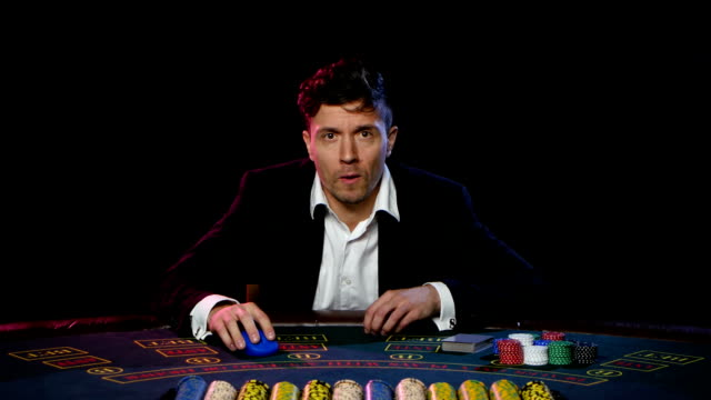Lose the game of online poker. Close up video