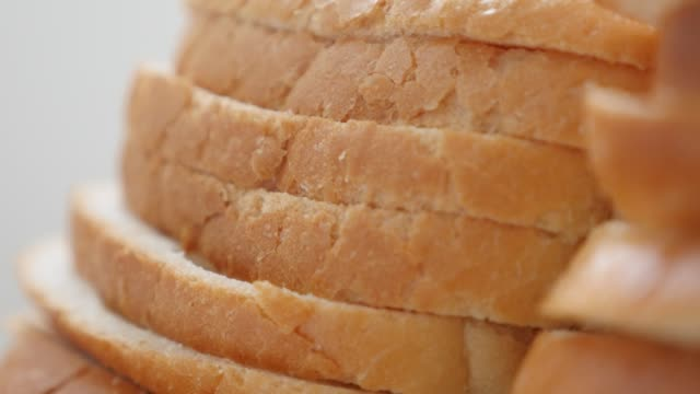 vídeos de stock e filmes b-roll de lot of bread slices organic wheat and grain 4k - roasted toast