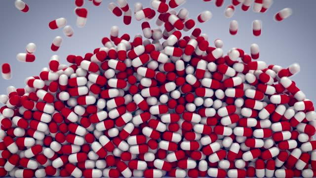 vídeos y material grabado en eventos de stock de lote de pastillas caen con máscara alfa - cápsula
