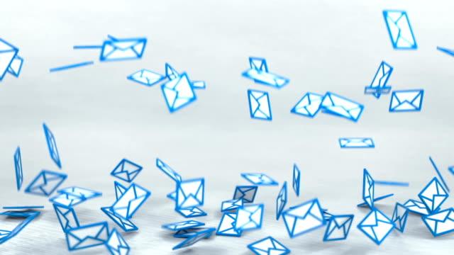 massor av e-postskyltar faller på golvet i studion 3d göra animation - skicka datormeddelande bildbanksvideor och videomaterial från bakom kulisserna