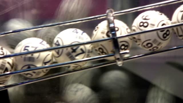 lottokugel (hd - lotto stock-videos und b-roll-filmmaterial