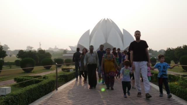 vídeos de stock, filmes e b-roll de templo de lótus, nova délhi, índia - nova delhi