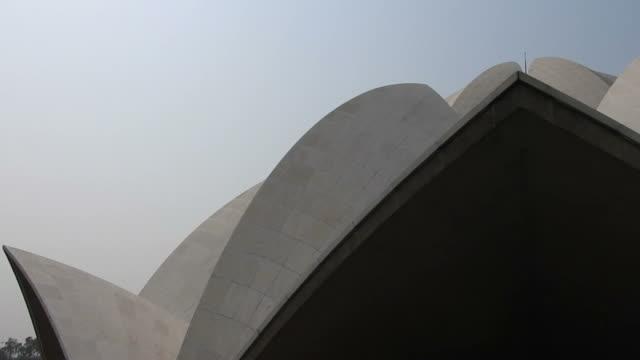 vídeos de stock, filmes e b-roll de templo de lótus - nova delhi