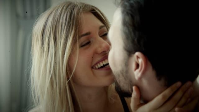 amore: affettuoso - relazione umana video stock e b–roll
