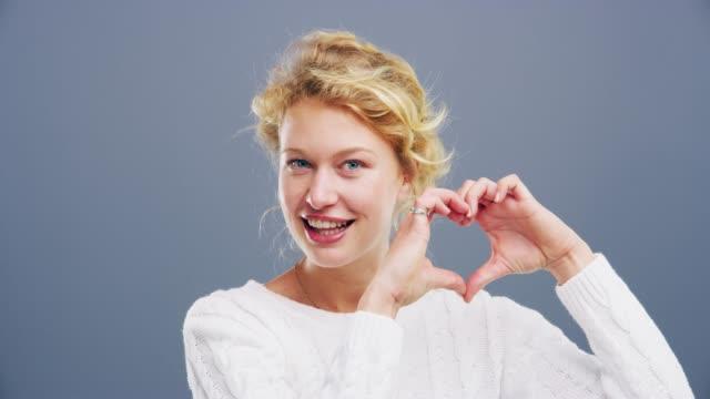 愛はあなたに必要なすべて - 身ぶり点の映像素材/bロール