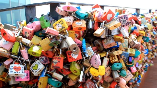 vídeos y material grabado en eventos de stock de love bloqueo hito de corea - n seoul tower