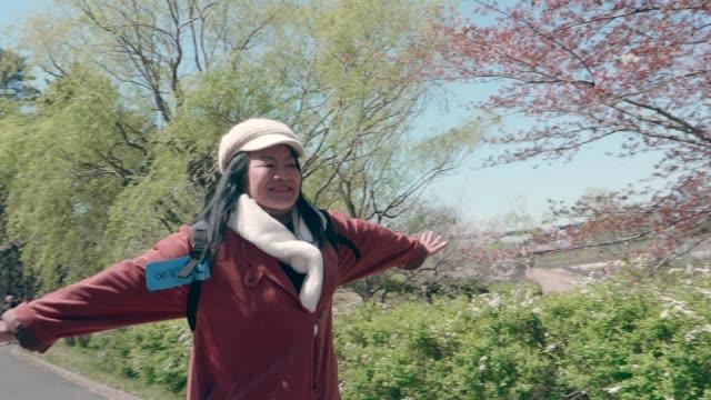 jag älskar att åka till japan - aktiva pensionärer utflykt bildbanksvideor och videomaterial från bakom kulisserna