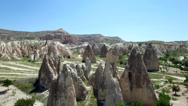 aşk vadisi göreme yakınındaki. kapadokya. havadan görünümü - fallus şeklinde stok videoları ve detay görüntü çekimi