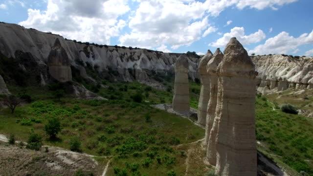 aşk vadisi göreme yakınındaki. kapadokya. havadan görünümü - penis stok videoları ve detay görüntü çekimi