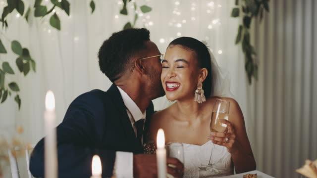 vídeos de stock, filmes e b-roll de eu te amo - casamento