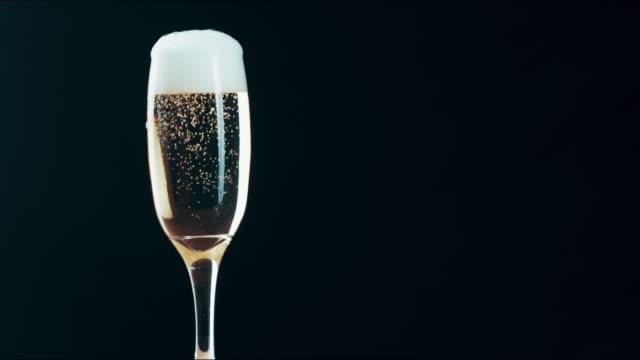 vidéos et rushes de lovely lookin'bubbly - champagne