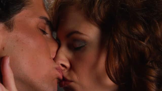 bacio cu - 20 o più secondi video stock e b–roll