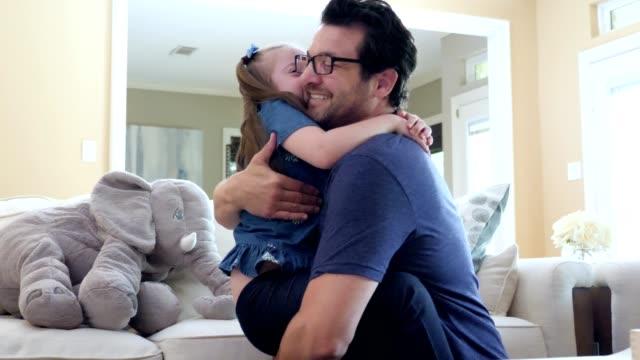 vídeos de stock, filmes e b-roll de amoroso pai abraça seu jovem necessidades especiais filha - pai e filha