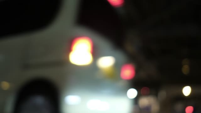 低角度 4 K 都市交通デフォーカス ビデオ ビデオ