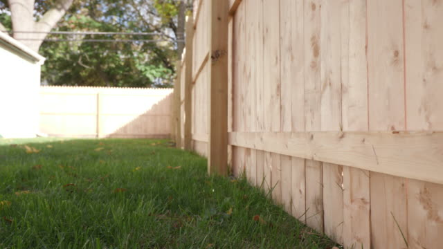 vídeos de stock e filmes b-roll de low angle move backward and forward side of new fence - cercado