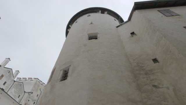 ホーエンザルツブルク要塞の低角 - 石垣点の映像素材/bロール