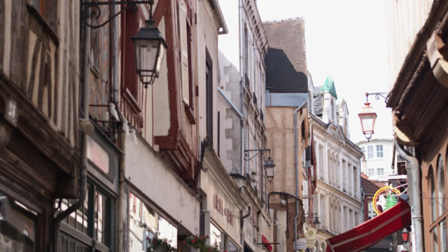 low angle view of old buildings in auxerre, frankreich - burgund frankreich stock-videos und b-roll-filmmaterial