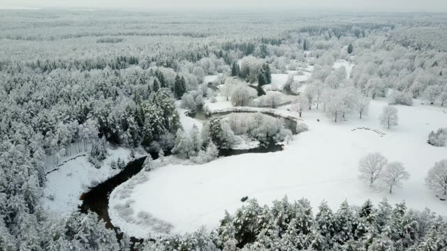 4K. Low flight above winding river in frozen forest. Aerial panoramic view of beautiful winter valley 4K. Low flight above winding river in frozen forest. Aerial panoramic view of beautiful winter valley. siberia stock videos & royalty-free footage