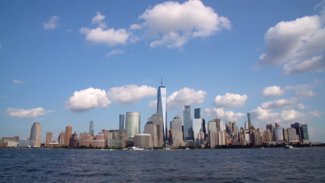 vídeos de stock e filmes b-roll de ws lower manhattan skyline and the hudson river / new york city, usa - plano picado