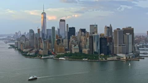 vidéos et rushes de aerial lower manhattan - horizon urbain