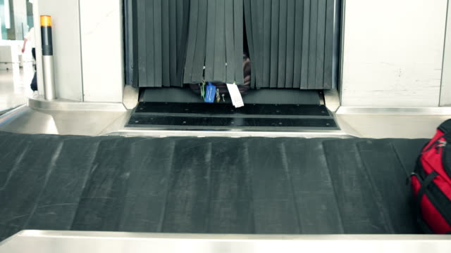 Luggage conveyor belt video