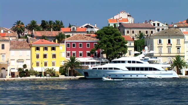 HD: Luxurious yacht video