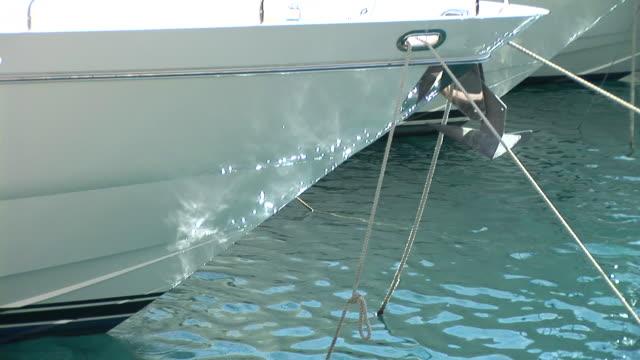 vídeos y material grabado en eventos de stock de hd: bote de lujo - anclado