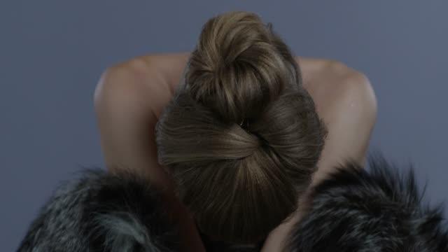 luxury fashion model in fur looks in camera. fashion video. - clavicola video stock e b–roll