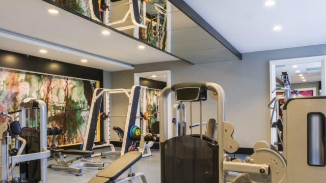 luxury gym center - sala gimnastyczna miejsce rekreacji filmów i materiałów b-roll