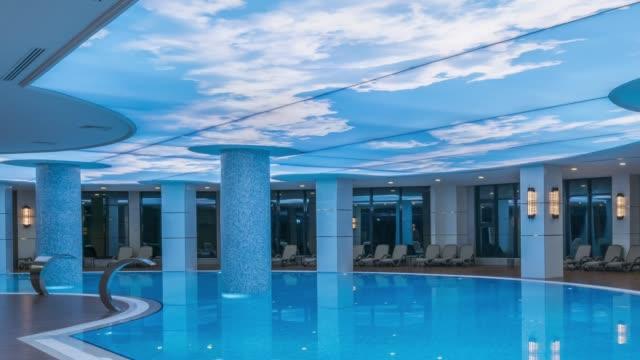luxus-hotel-resort-hallenbad - panorama stock-videos und b-roll-filmmaterial
