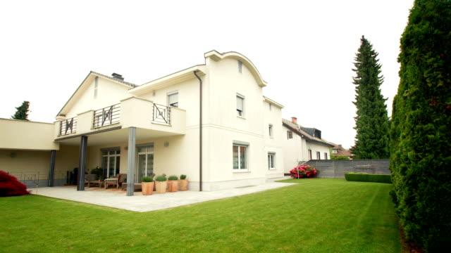 hd :豪華なハウス、美しいバックヤード - 別荘点の映像素材/bロール