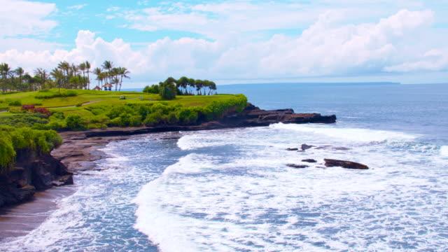 SLO MO Luxus-Sommer-Resort mit Golfplatz – Video