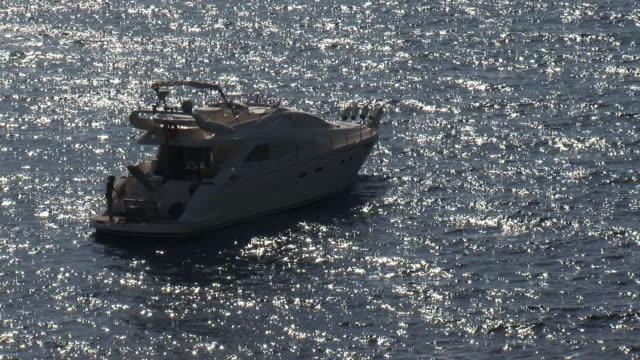 vídeos y material grabado en eventos de stock de yate de lujo en el mar - anclado